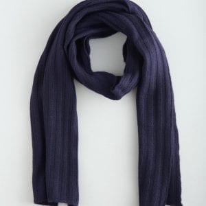 Кашемировый шарф темно-синего цвета